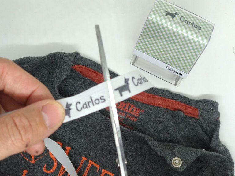 Cómo marcar la ropa oscura con los sellos de goma textiles