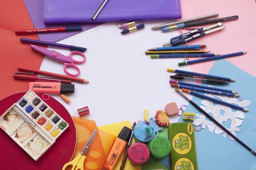 Sellos infantiles: juega con tus hijos a marcar el material escolar