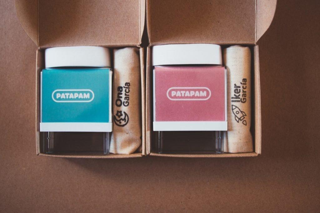 Sellos para marcar ropa. Cajas colores