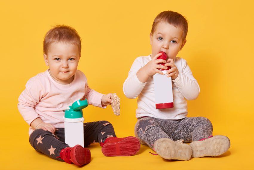 Cómo diferenciar las botellas de agua de los niños para evitar contagios 1